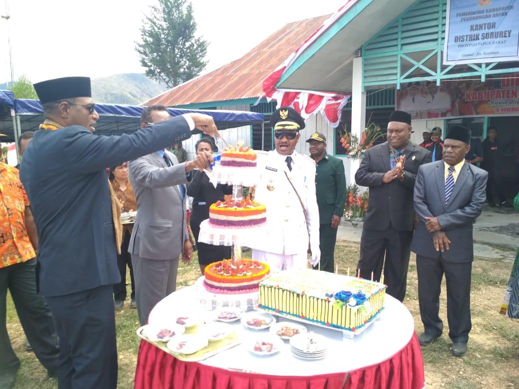 perayaan puncak Hari Ulang Tahun  Kabupaten Pegaf ke-7 di Distrik Sururey, Sabtu (16/11)